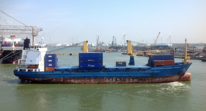 106m Geared Container Ship 2 Cranes 35T For Sale