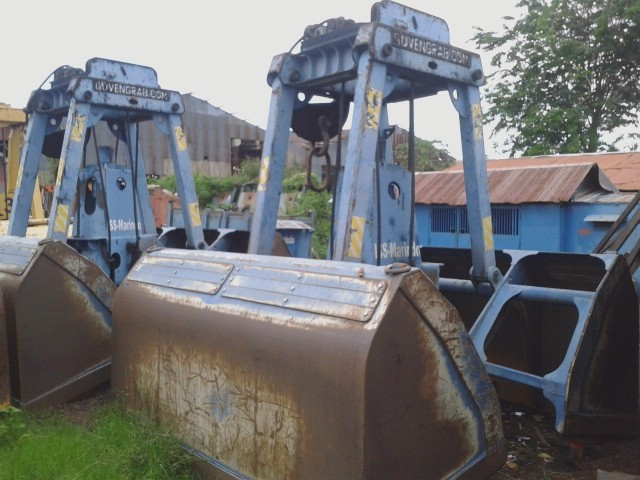 Floating Crane - Remote Control Clamshell Grabs 12 cbm Capacity For Sale