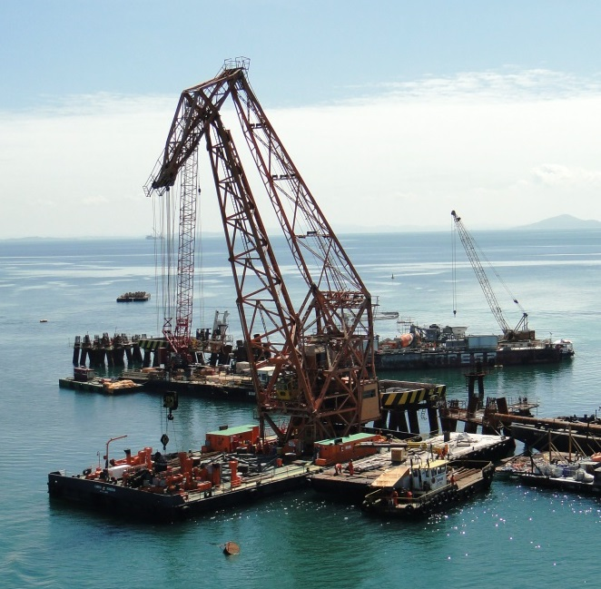 40m Self Propelled Floating Crane 100 ton Lift For Sale