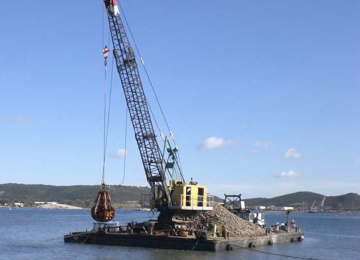25m Floating Crane 1979 - 20t Lifting Capacity For Sale
