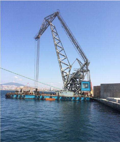 41m Floating Crane 1961 - 200t Lifting Capacity For Sale