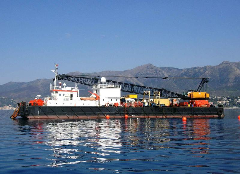 59m Non Propelled Floating Crane Barge - DWT 1500 - For Sale
