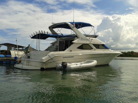 48' Sea Ray 440 Express Bridge 1995 - Engines Rebuilt For Sale