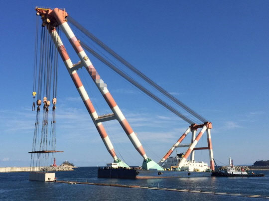 85m Floating Crane 2009 - Sheer Leg - 2000t TLC For Sale