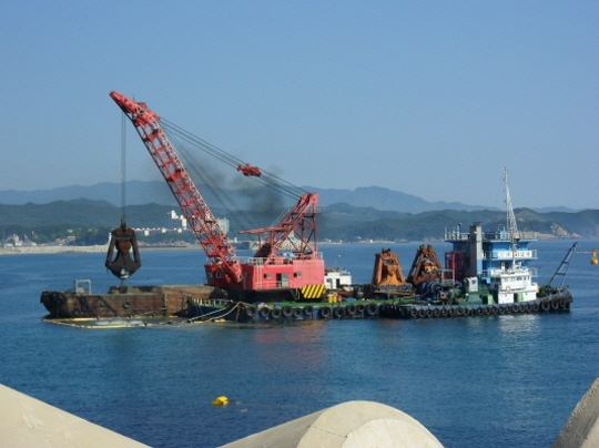 50m Grab Dredger 1979 - Stone Cutter Dredger - Japan Built For Sale
