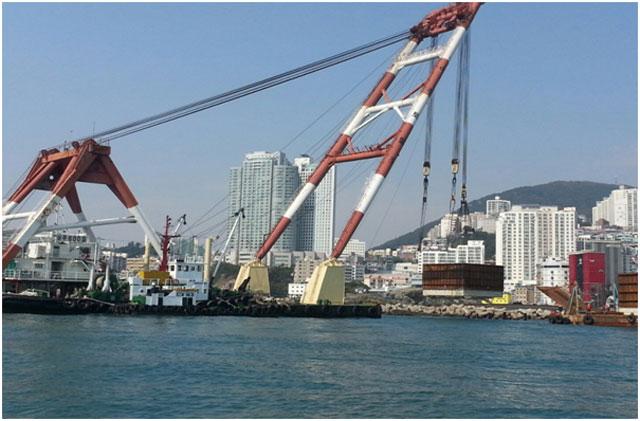 57m Floating Crane 1981 - 600t TLC - Japan Built For Sale