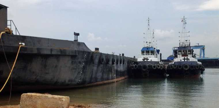 300' x 90' Ocean Deck Barge 2011 - DWT 10 m2 For Sale