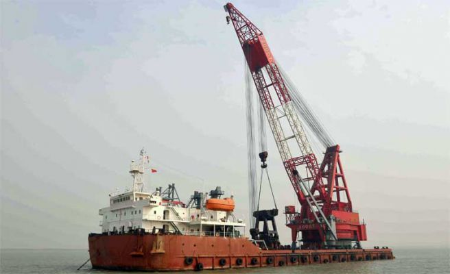 325' x 138' Crane Deck Barge - Capacity 1000 Tons For Sale