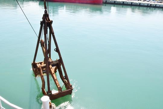 56m Self Propelled Sand Carrier Dredger - Grab Bucket 3.5m3 For Sale