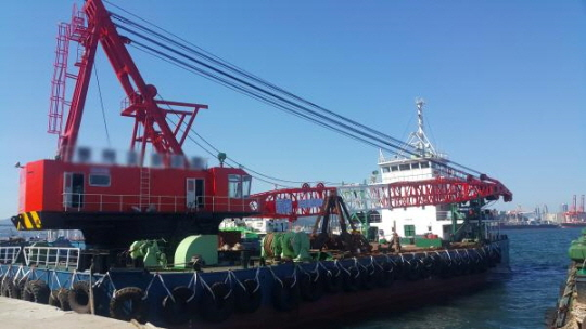 52m Floating Crane 1989 - Self Propelled - 200t TLC For Sale