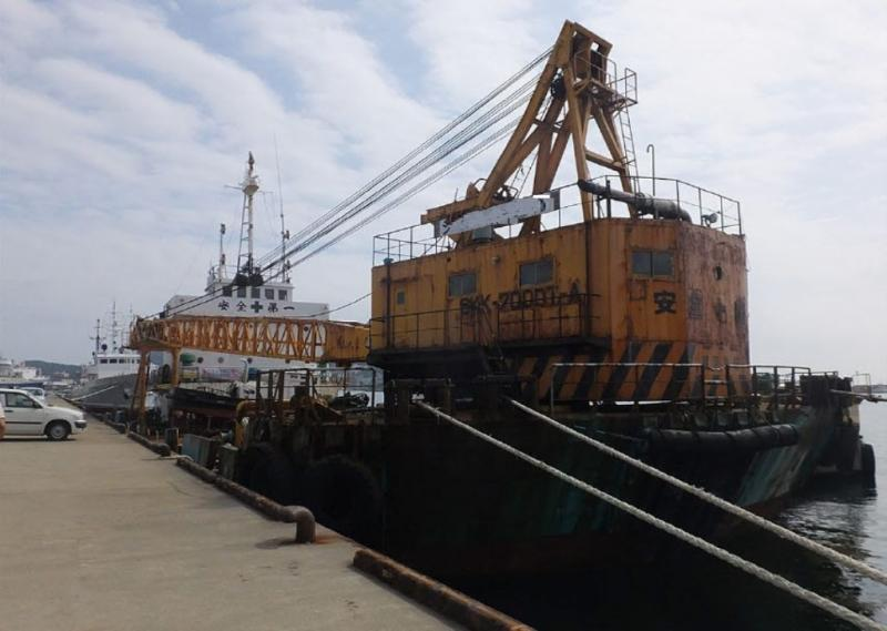 44m Self Propelled Floating Crane 1980 - 100t TLC - Japan Built For Sale