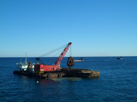 38m Grab Dredger 1988 - Bucket 20T 8 CBM - 80T Lifting Capacity For Sale