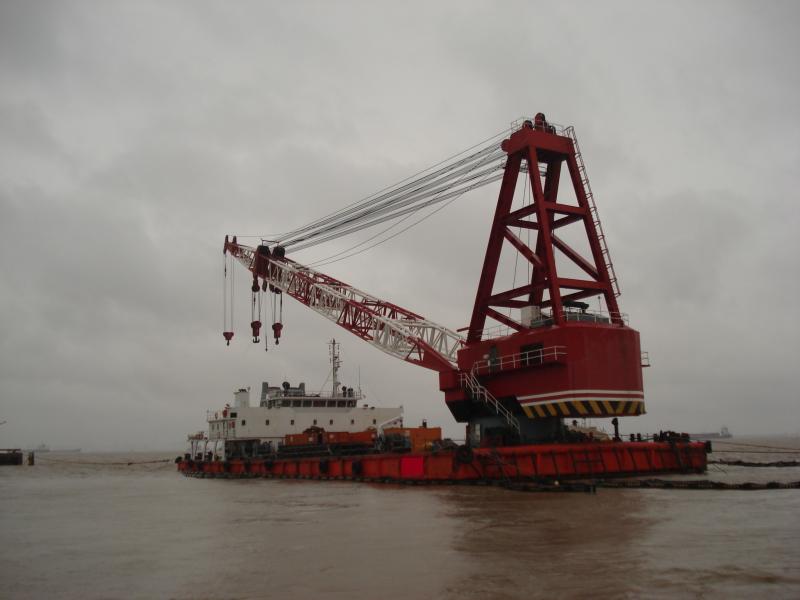 62m Floating Revolving Pedestal Crane - 300 Tons SWL For Sale