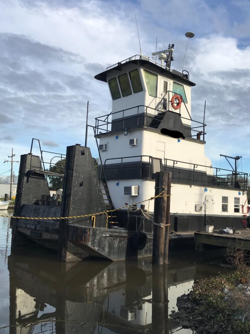 55' Push Boat Tug 900 HP - 3 Cabins - Built 1979 For Sale