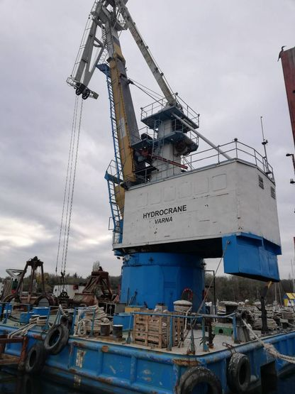 27m Floating Crane 1981 - Rebuilt 2008 - 10t TLC For Sale