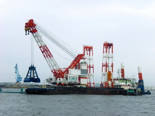 62m Grab Dredger 1993 - Japan Built - 313t Lifting Capacity For Sale