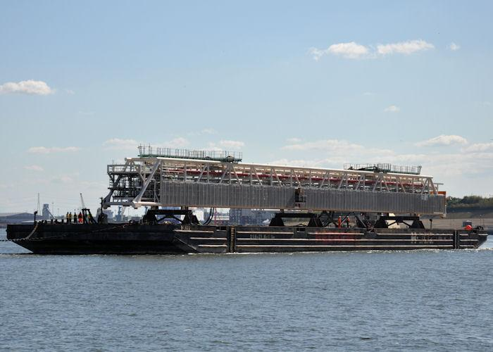 92m Flat Top Pontoon Barge 1994 - 2503 m2 Deck Aea 10 ts/m2 For Sale