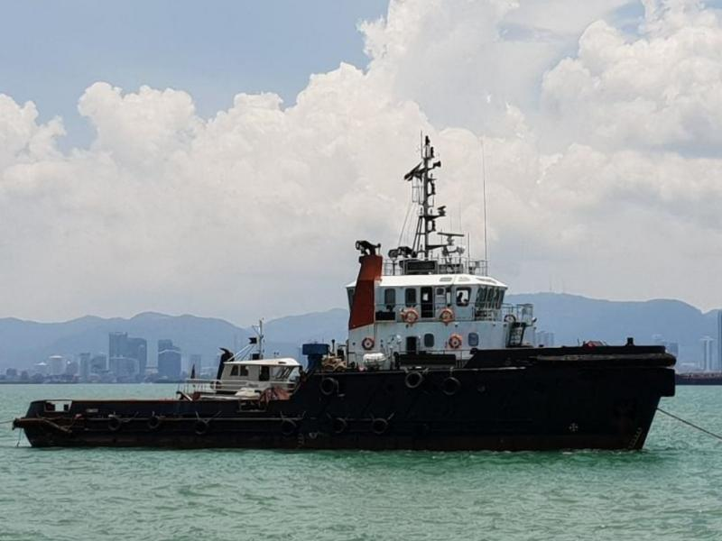36m X 3 Towing Tug Boats 2004 - Accommodates 12 - Twin Engine For Sale