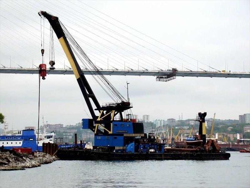 41m X 2 Floating Crane 1973 - Self Propelled - 100 TLC For Sale