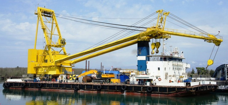 62m Floating 250 Ton Crane Barge 1986 - DWT 1678 For Sale