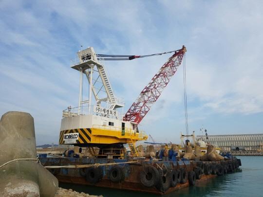 45m Floating Crane 1998 - 225 TLC - DWT 1300 For Sale