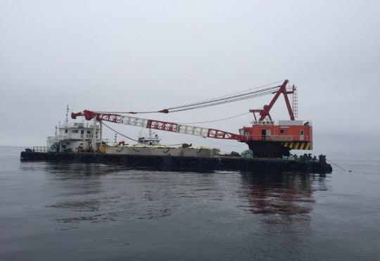 46m Floating Crane and Grab Dredger 1999 - Japan Built - DWT 1200 For Sale