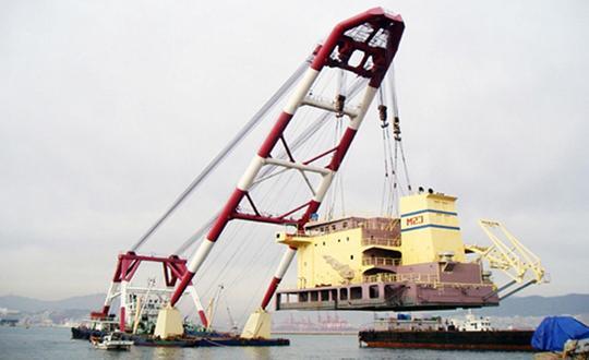 57m Floating Crane 1981 - 600 TLC - Japan Built For Sale