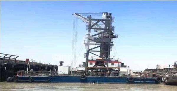 50m x 23m Trans-shipment Barge w 30 ton Liebherr Crane