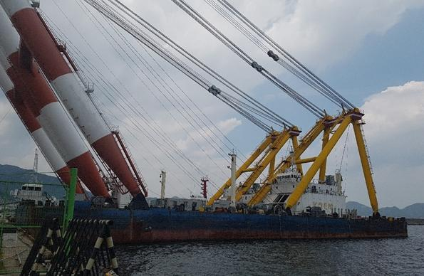 85m Floating Crane Barge 2000 Ton Lift For Sale