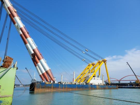 85m Floating Crane 1980 - 2000 TLC - Korea Built For Sale